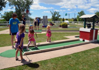 mini-golf-cuttys-camping-resort-iowa